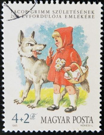 caperucita roja: Hungr�a - CIRCA 1985: Un sello impreso en Hungr�a muestra Caperucita Roja y el Lobo, alrededor de 1985