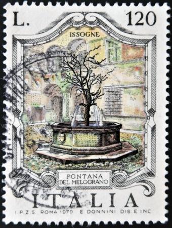 philatelist: ITALIEN - CIRCA 1979: Ein Stempel in Italien gedruckt zeigt Brunnen der Granatapfel, Issogne, circa 1979 Lizenzfreie Bilder