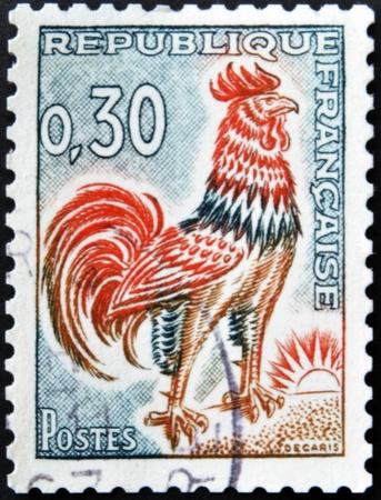 timbre postal: FRANCIA - CIRCA 1965: Un sello impreso en Francia, que muestra un gallo galo, alrededor del a�o 1965.
