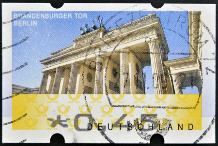 sello: GERMANY - CIRCA 2009: A stamp printed in Germany showing Brandenburg Gate, Berlin, circa 2009.