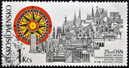 nazioni unite: CECOSLOVACCHIA - CIRCA 1970: francobollo stampato in Cecoslovacchia dedicata alle Nazioni Unite, spettacoli mostra vari monumenti di tutto il mondo, circa 1970