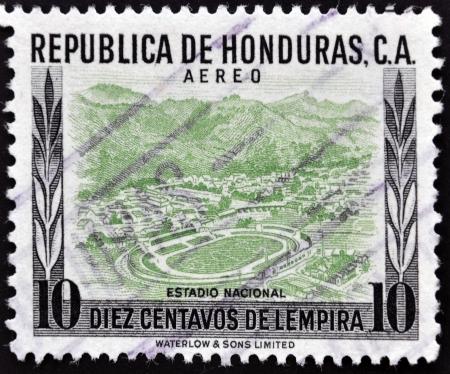 philatelist: HONDURAS - CIRCA 1980: Ein Stempel in Honduras gedruckt zeigt nationalen Stadion, circa 1980 Lizenzfreie Bilder