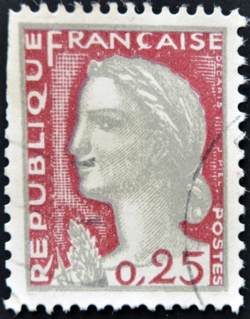 stempeln: FRANCE - CIRCA 1960: A stamp printed in France shows Marianne, type Decaris, circa 1960.