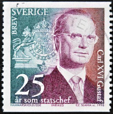 king carl xvi gustaf: SWEDEN - CIRCA 1998: stamp printed in Sweden shows King Carl XVI Gustaf, circa 1998.  Editorial