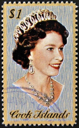 queen elizabeth: COOK ISLANDS - CIRCA 1974   Stamp printed in Cook Islands shows Portrait of Queen Elizabeth II, circa 1974 Editorial
