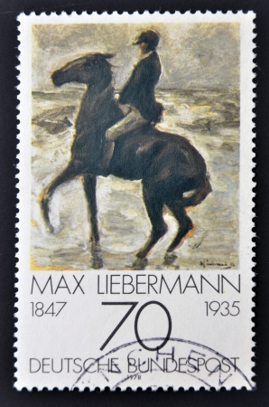 stempeln: GERMANY - CIRCA 1978: A stamp printed in Germany shows Horseman on the shore turning left by Max Liebermann, circa 1978.