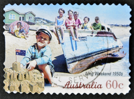 long weekend: AUSTRALIA - CIRCA 2010: Un timbro stampato in Australia mostra 1950 week-end lunghi, intorno al 2010 Editoriali