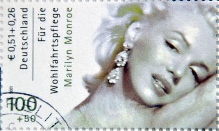 ドイツ - ドイツで印刷された 2001:A スタンプ年頃に示しますマリリン ・ モンロー、年頃 2001 報道画像