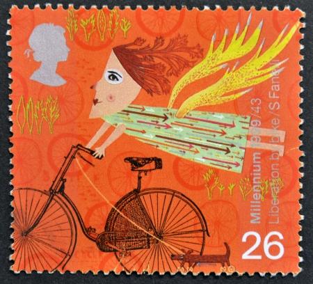 sello postal: Reino Unido - CIRCA 1999 Un sello impreso en Gran Breta�a muestra la Liberaci�n en bicicleta, alrededor del a�o 1999