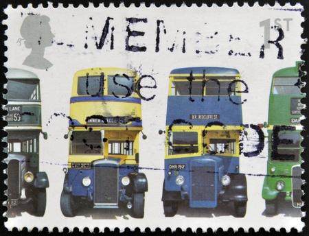 mk: Reino Unido - CIRCA 2001: Un sello impreso en Gran Breta�a muestra AEC Regent 1, Daimler COG5, utilidad de tipo �rabe Mk II y Tipo III AEC Regent RT, alrededor del a�o 2001
