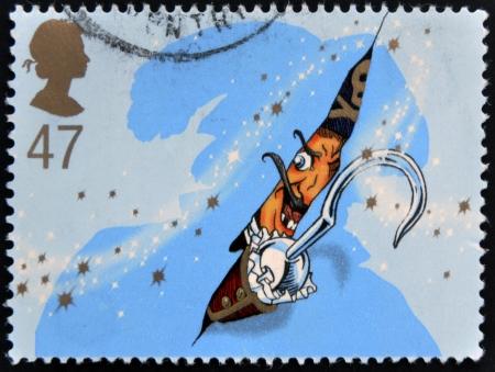 UNITED KINGDOM - CIRCA 2002: Ein Stempel in Großbritannien gedruckt zeigt Captain Hook. Briefmarke gewidmet Peter Pan, circa 2002 Standard-Bild - 16961337