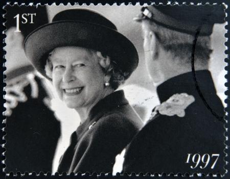 queen elizabeth ii: UNITED KINGDOM - CIRCA 1997: A stamp printed in Great Britain shows shows Queen Elizabeth II, circa 1997.