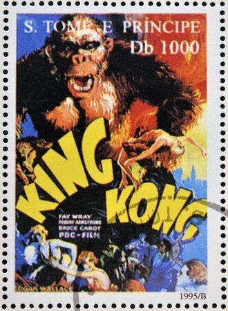 principe: SAO TOME Y PRINCIPE - CIRCA 1995: Un sello impreso en Santo Tom� muestra p�ster de la pel�cula King Kong, alrededor de 1995