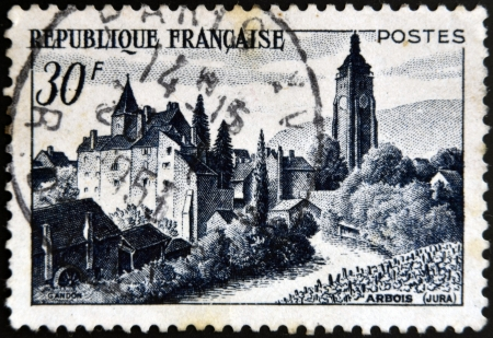 postes: FRANCE - CIRCA 1951: A stamp printed in France shows Chateau Bontemps, Arbois, circa 1951 Editorial