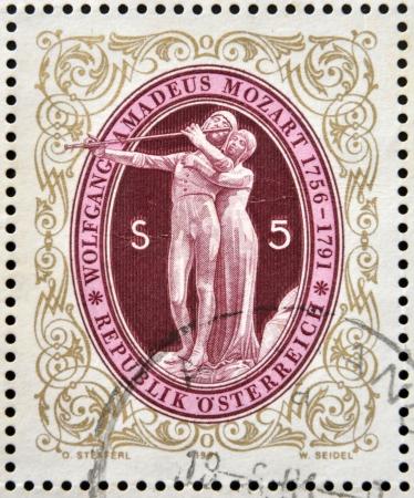 amadeus mozart: AUSTRIA - CIRCA 1991: sello impreso en Austria muestra La Flauta M�gica de Wolfgang Amadeus Mozart, alrededor de 1991