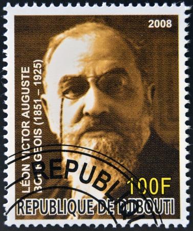 cara leon: DJIBOUTI - alrededor de 2008: Sello impreso en Djibouti dedicado a los premios Nobel de la Paz francesa muestra Leon Bourgeois, circa 2008 Editorial