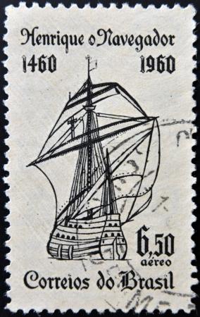 caravelle: BR�SIL - CIRCA 1960: Un timbre imprim� au Br�sil d�di� � Henri le Navigateur montre caravelle, circa 1960