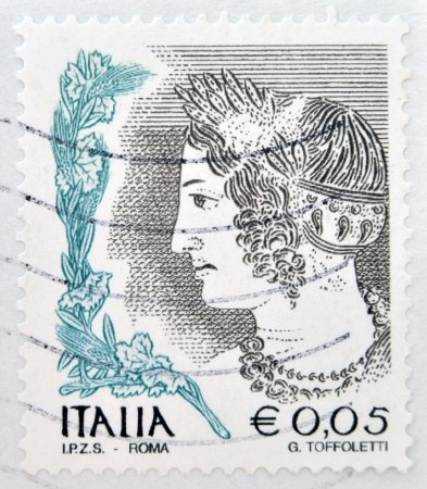etruscan: ITALY - CIRCA 2002: stamp printed in Italy shows Portrait of Etruscan art woman, circa 2002 Editorial