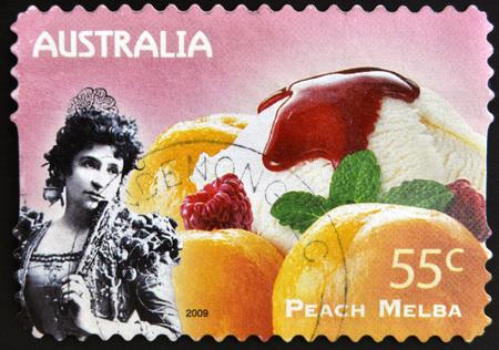 melba: AUSTRALIA - alrededor de 2009: Un sello impreso en Australia muestra Not Just Desserts - Peach Melba, alrededor del año 2009