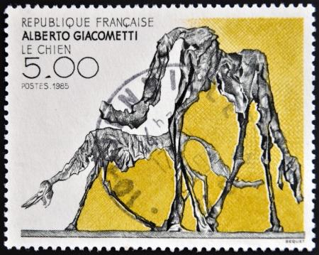 alberto: FRANCIA - CIRCA 1985: un sello impreso en Francia muestra el perro, Resumen de Alberto Giacometti, alrededor de 1985