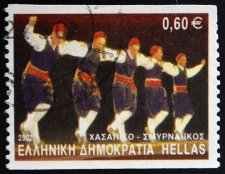 stempeln: GREECE - CIRCA 2002: A stamp printed in Greece dedicated to Greek Dances shows Hassapiko dance, Smyrna, circa 2002.