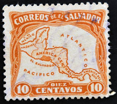 mapa de el salvador: EL SALVADOR - alrededor de 1924: Un sello impreso en El Salvador muestra el mapa de Am�rica Central con la ubicaci�n de El Salvador, alrededor del a�o 1924