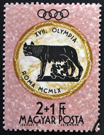 deportes olimpicos: Hungría - alrededor de 1960: Un sello impreso en Hungría muestra Capitolina Wolf, dedicado a los Juegos Olímpicos de Roma, alrededor de 1960