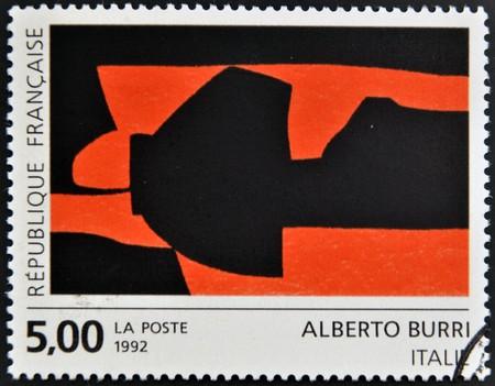 alberto: FRANCIA - CIRCA 1992: Un sello impreso en Francia muestra una obra de Alberto Burri, alrededor de 1992