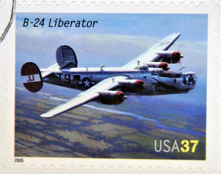 the liberator: STATI UNITI D'AMERICA - CIRCA 2005: Un timbro stampato in USA dedicato ai progressi nel settore dell'aviazione, mostra Consolidated B-24 Liberator, circa 2005