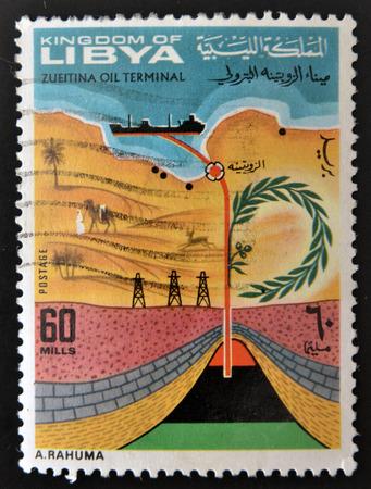 feestelijke opening: LIBIË - CIRCA 1968: Een stempel gedrukt in Libië toont de inhuldiging van de Zueitina Olie Terminal, circa 1968