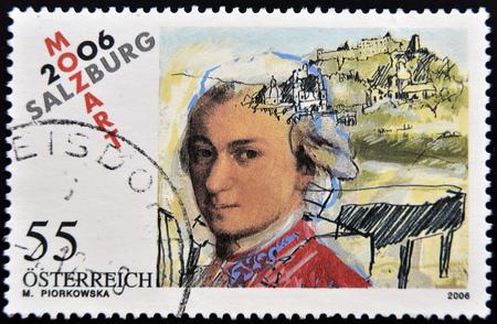 AUSTRIA - CIRCA 2006: a stamp printed in Austria shows image of Wolfgang Amadeus Mozart, circa 2006 Foto de archivo