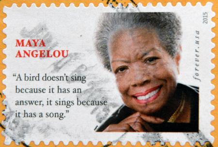 ESTADOS UNIDOS DE AMÉRICA - CIRCA 2015: Un sello impreso en los EE.UU. muestra Maya Angelou, alrededor de 2015 Foto de archivo - 48113896