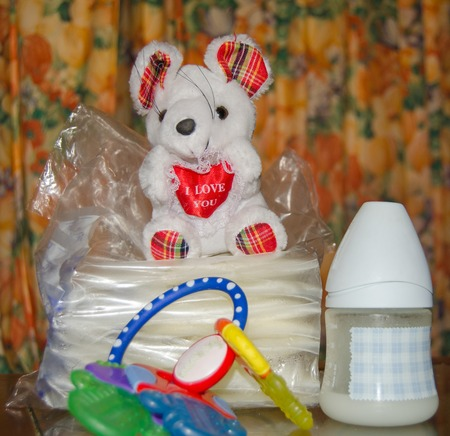 baby bottle with fresh expresed milk, frozen breastmilk in storage bags and soft toy mouse, breasfeeding concept Banque d'images