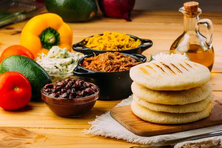 typowe śniadanie Wenezueli i Kolumbii, Arepas z wieloma składnikami do ich wypełnienia?