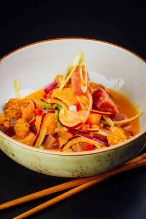 Bowl full of salmon and tuna ceviche, fusion of Peruvian and Japanese food 版權商用圖片 - 121475429