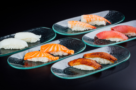 Different types of nigiri, Japanese food fused with Latin American 版權商用圖片 - 121475432