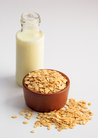 Oat milk and bowl with oat flakes on a white background 版權商用圖片 - 123030048