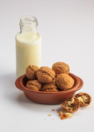 Walnuts milk on a white background 版權商用圖片 - 123030103
