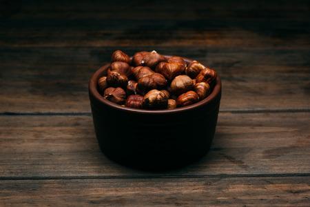 bowl full of hazelnuts on a wooden table 版權商用圖片 - 123032343