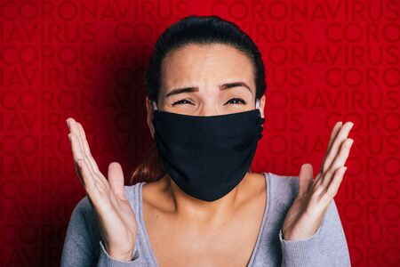 Woman wearing a black mask worried about the coronavirus pandemic. 版權商用圖片
