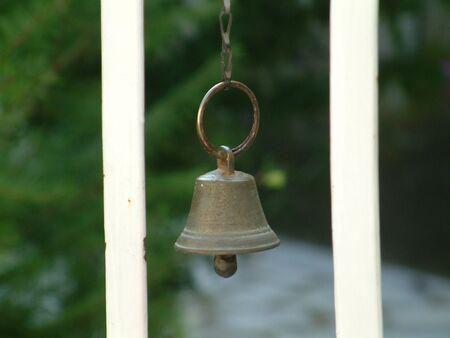knell: door  bell
