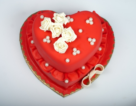 beautifull red heart wedding cake with roses photo