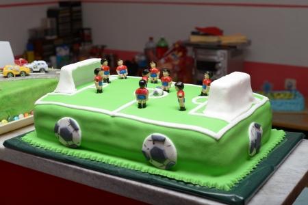 atmosphere construction: football birthday cake