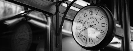 Uhr mit Text grand central Lizenzfreie Bilder