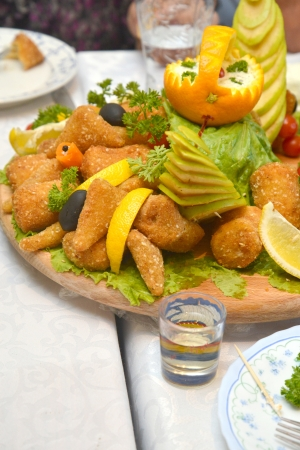 suppertime: Well arranged wooden platter with chicken fingers and vegetables