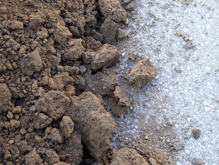 clod: Soil on a apshalt