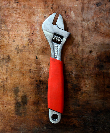flatnose: picture of a Wrench pliers,