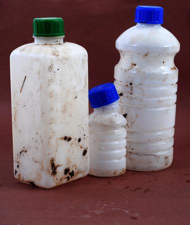amoniaco: foto de una botella de líquido químico sucio