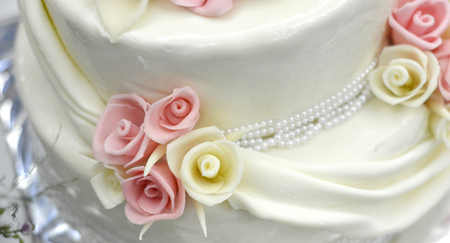 layers levels: picture of a white wedding cake and pink flowers on top