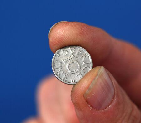 monete antiche: Vecchie monete isolate su sfondo bianco Archivio Fotografico